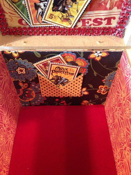 Le Cirque Trinket Box inside back wall