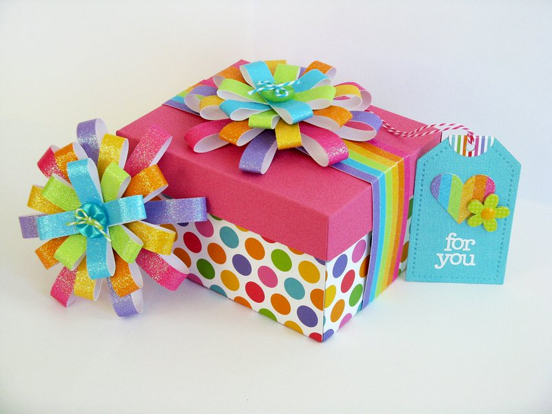 A Doodlebug Gift Box with Bow Tutorial by Mendi Yoshikawa