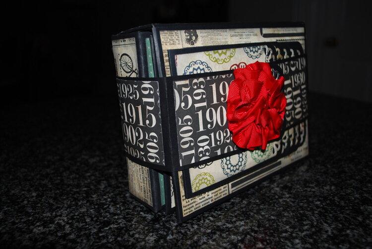 """7"""" x 5 1/4"""" Fold out Folio Mini Album"""