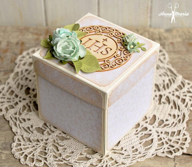 Exploding box for communion