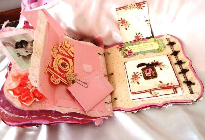 Shabby Chic Rose mini chipboard album