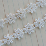 Maya Road - Trim Collection - Vintage Lace Trim - Small Daisy - White - 1 Yard, BRAND NEW