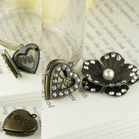 Prima - Tiny Treasures Collection - Metal Embellishments - Flower and Heart