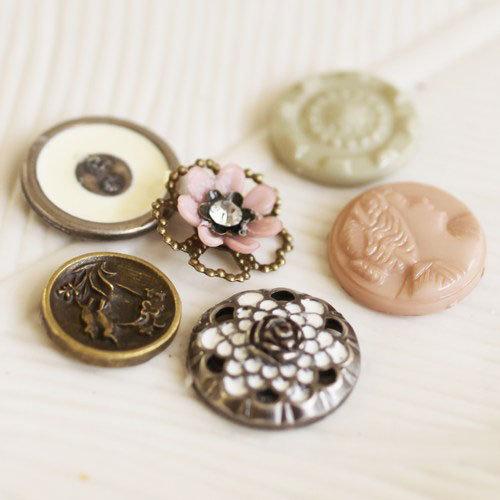 Prima - Romantique Collection - Vintage Buttons