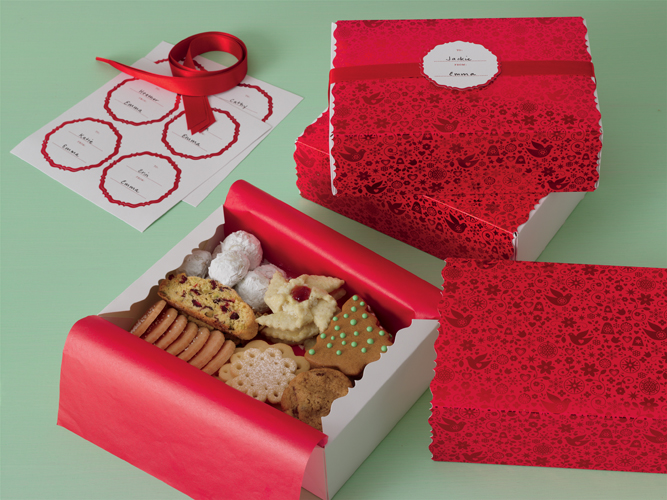 Martha stewart crafts christmas treat boxes scandinavian for Martha stewart xmas crafts